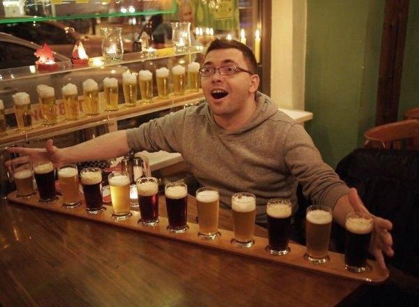 Разнообразие сортов в магазине разливного пива