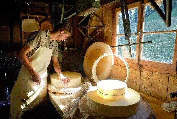 Кустарный мини-цех по производству сыра