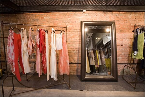 Оборудование шоу рума одежды