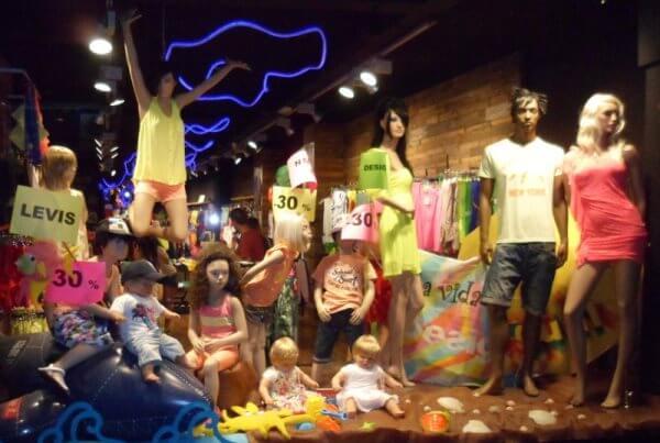 Какие виды рекламы использовать для шоу рума одежды
